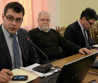Jacek Karnowski (na pierwszym planie) łączy Kamila Stocha z katastrofą smoleńską. Jego teorię obalono już w 2014 roku.