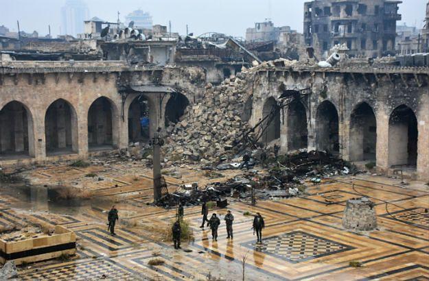 Gruzy zabytkowego meczetu Umajjadów w Aleppo