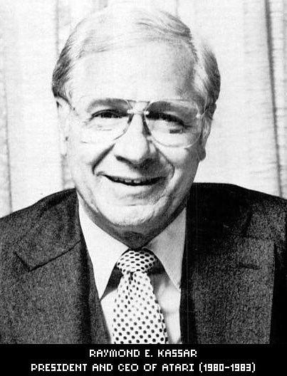 Ray Kessar. Zanim trafił do Atari nie miał do czynienia z branżą elektroniczną. Był jednym z vice prezesów Burlington Industries - firmy produkującej tkaniny.