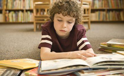 Książka dla ucznia, laptop dla nauczyciela