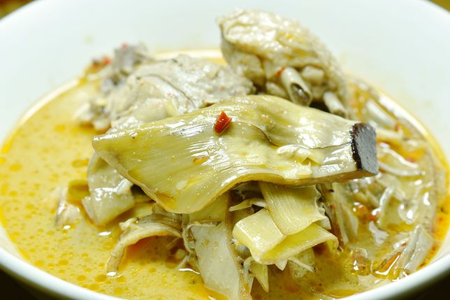 Curry ze skórkami od bananów