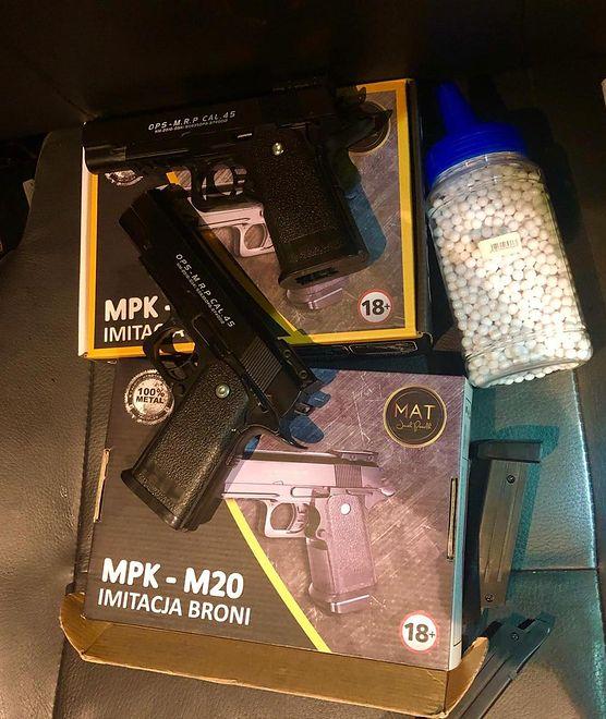 Policja zabezpieczyła atrapę broni, którą posługiwał się nastolatek