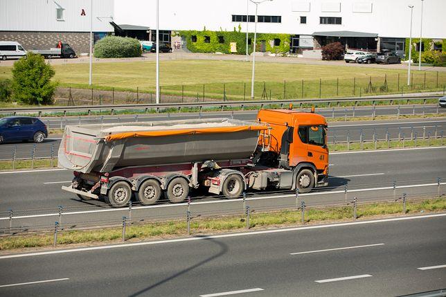 Autostrada A4. Wypadek na bramkach pod Wrocławiem. Zderzyły się ciężarówki