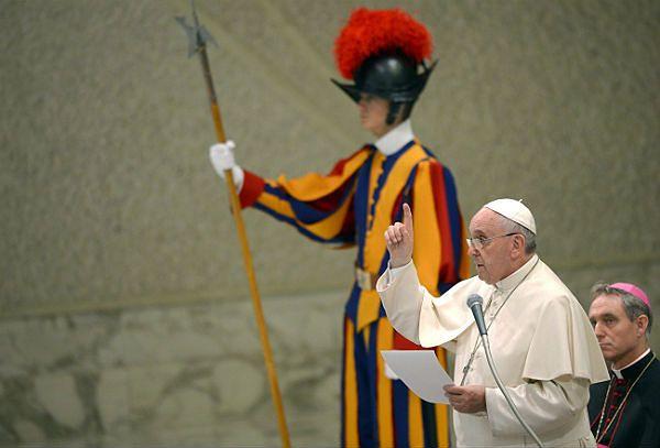 Papież Franciszek do katolickich lekarzy: nie można eksperymentować z życiem