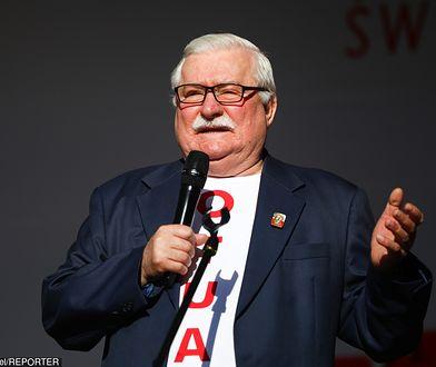 Lech Wałęsa pochwalił się kartką pocztową i zaprosił jej nadawców na spotkanie