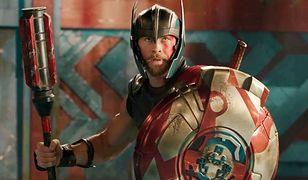 """""""Musieliśmy coś zmienić. Wszystko było przewidywalne. Chris Hemsworth opowiada o realizacji hitu """"Thor: Ragnarok"""" [WIDEO]"""