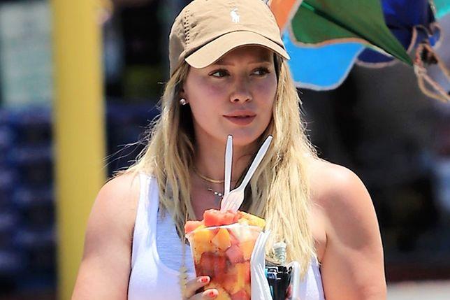 """Hilary Duff pokazała brzuch 2 miesiące po porodzie. """"Krzyki i nieprzespane noce"""""""