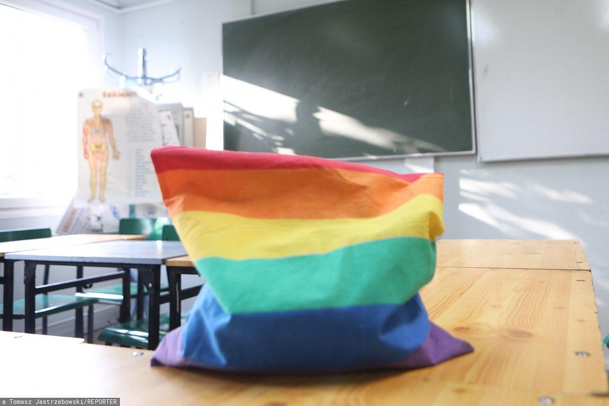 Tęczowy Piątek po raz czwarty w szkołach. Akcję zorganizowano także w Warszawie