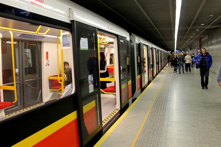 Od 1 sierpnia metro pojedzie częściej