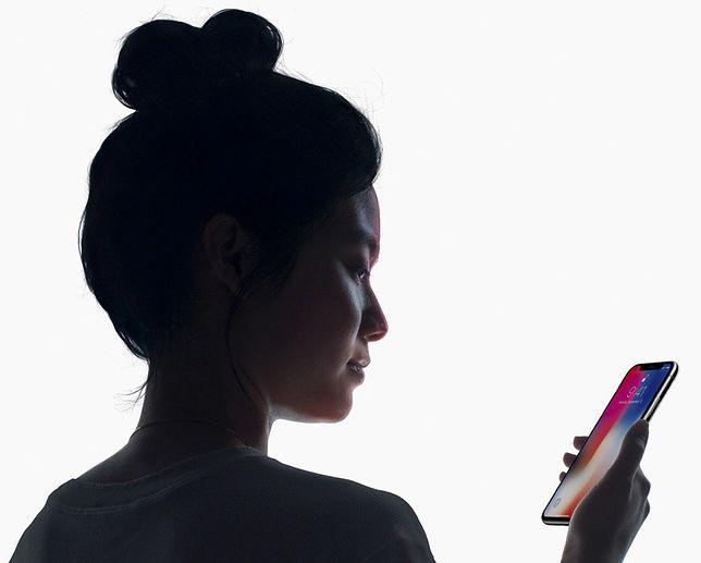 Za pomocą twarzy odblokuje się iPhone'a X - tylko czy to bezpieczne?
