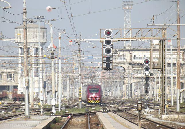 Z lotniska Mediolan-Malpensa do centrum Mediolanu można dotrzeć np. pociągiem