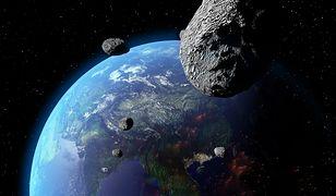 Asteroidy okrążają Ziemię po nieregularnych orbitach