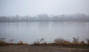 Smog w Warszawie nieustannie dokucza mieszkańcom wielu dzielnic. We wtorek dopuszczalna norma została przekroczona na kilku punktach pomiarowych.