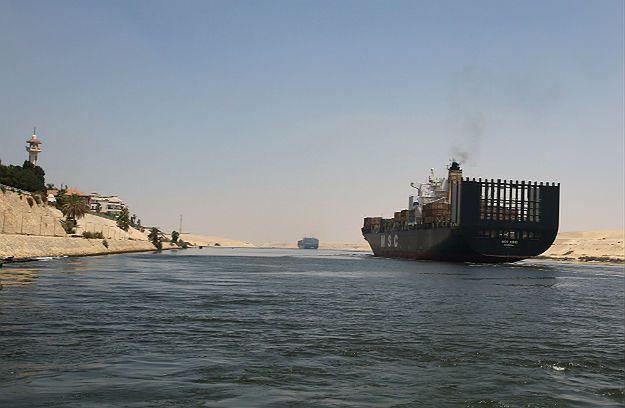 Korek na Kanale Sueskim - zderzyły się dwa kontenerowce