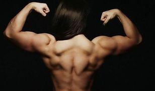 Istne kuriozum! Ależ mięśnie młodej dziewczyny!