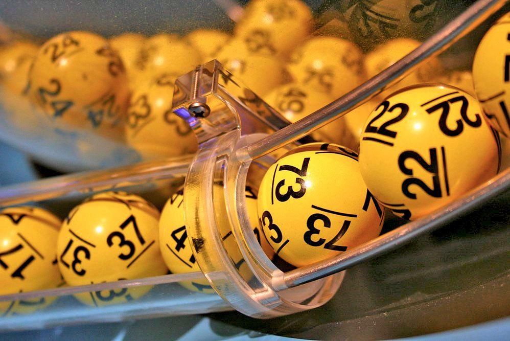 Historyczna wygrana w Lotto. Szczęśliwiec zagrał przez internet
