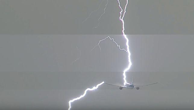 Panika na pokładzie. Piorun uderzył w maszynę podczas startu