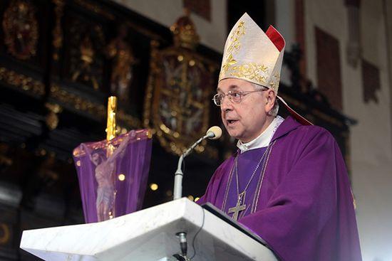 """Arcybiskup do młodzieży: nie bądźcie """"medialnymi idiotami"""""""