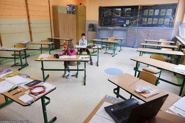 Koranawirus a powrót do szkół od września. Czy w Warszawie zabraknie nauczycieli?