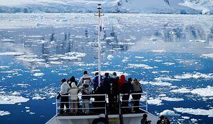 Wypłynięcie poza obszar zatoki czy fiordu to wejście na najbardziej burzliwe wody na świecie, gdzie wokół gigantycznego południowego kontynentu rozsypane są pojedyncze wyspy