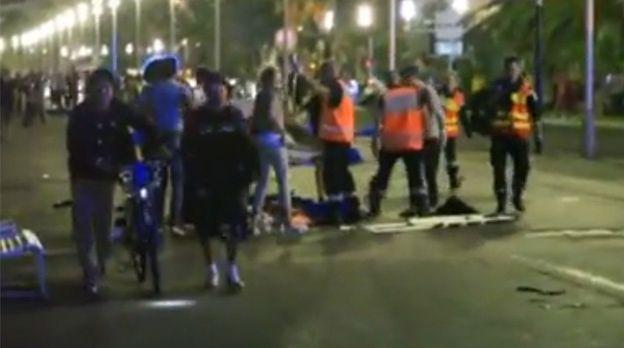 Zamach w Nicei. Amatorskie nagranie skutków ataku terrorystycznego
