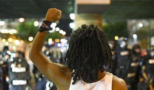 Kolejne protesty w Charlotte, władze wprowadzają godzinę policyjną