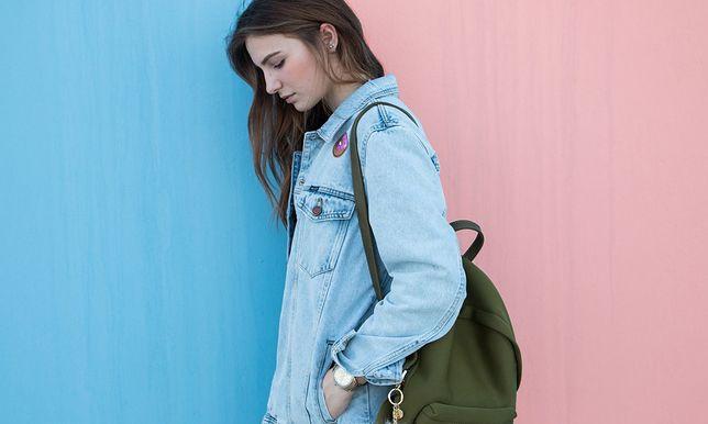 Kurtka jeansowa Julii Wieniawy, w której pokazała się ostatnio na Instagramie zrobiła prawdziwą furorę. Wy też możecie ją mieć.