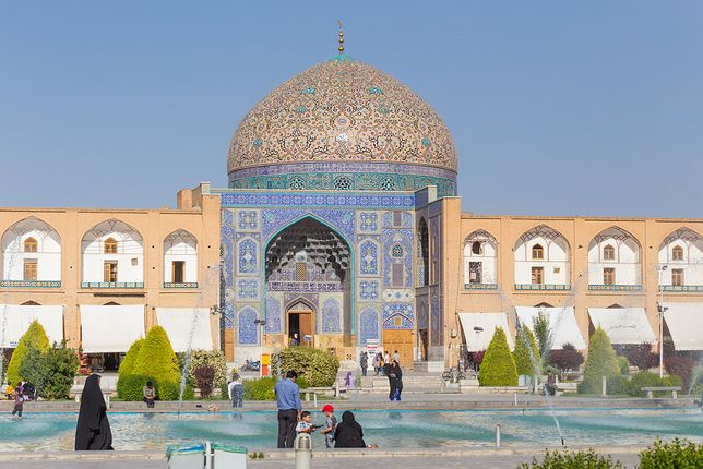 Ponad 300 km na południe od Teheranu leży trzecie co do wielkości miasto kraju - Isfahan, zwany Florencją Wschodu