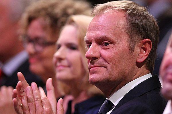 Donald Tusk ewakuowany z uroczystości otwarcia teatru w Gdańsku