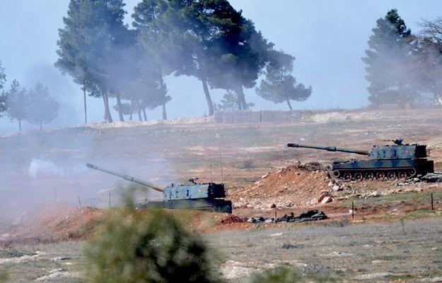 Tureckie działa samobieżne w pobliżu granicy z Syrią