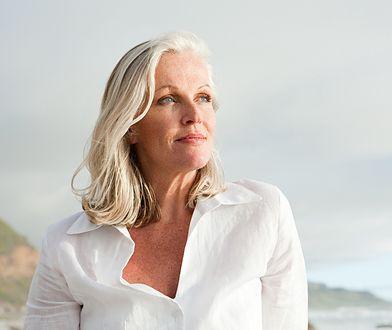 Najgorsze fryzury dla kobiet po 50. Podkreślają mankamenty i postarzają