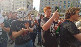 """Protest Wykopu przeciwko """"ACTA 2"""" przed siedzibą Komisji Europejskiej. Jesteśmy na miejscu"""