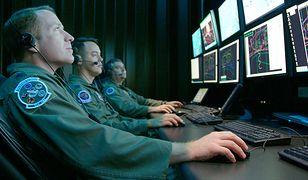 Ściągnięcie tysiąca specjalistów z branży IT do armii nie będzie proste