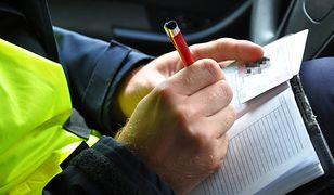 Policja do końca czerwca 2017 roku będzie zwracać szczególną uwagę na to, czy kierowcy trzymają ręce na kierownicy