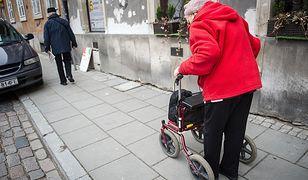 Wyższa waloryzacja emerytur z pewnością choć trochę poprawiłaby sytuację finansową seniorów.