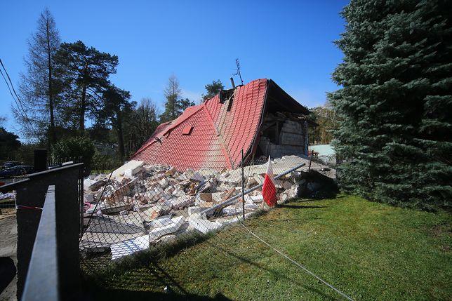 W Tuszynie zawalił się dom. 90-latka godzinę leżała pod gruzami