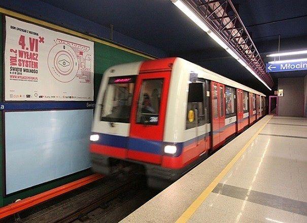 Nocne zmiany na trasie I linii metra. Trwa wymiana szyn