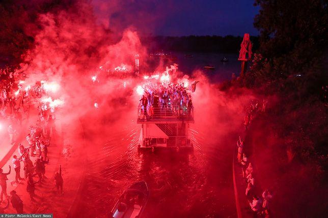 Legia Warszawa piłkarskim mistrzem Polski. W Warszawie feta na wodzie i w powietrzu (zdjęcie ilustracyjne)