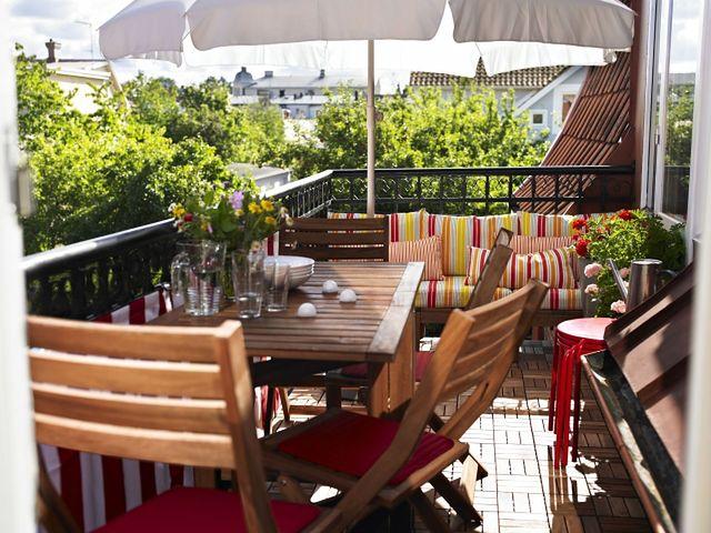 Słoneczny balkon wymaga odpowiednich roślin i mebli