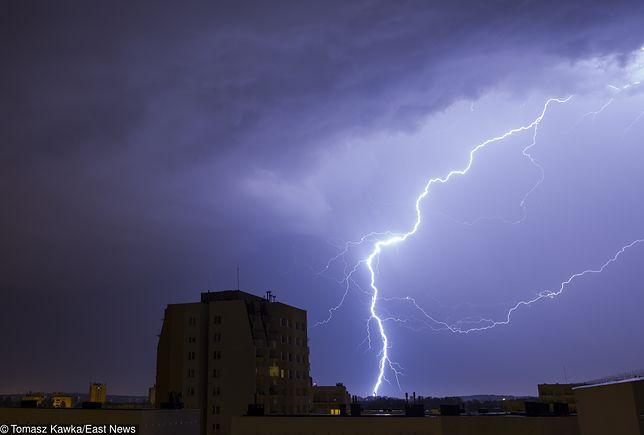 IMGW wydał ostrzeżenia przed burzami dla ośmiu województw