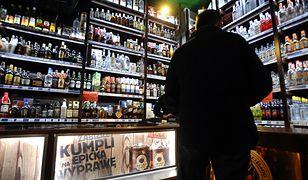18-letni sprzedawca ukradł 2600 zł z kasy i wydał na alkohol z kolegami