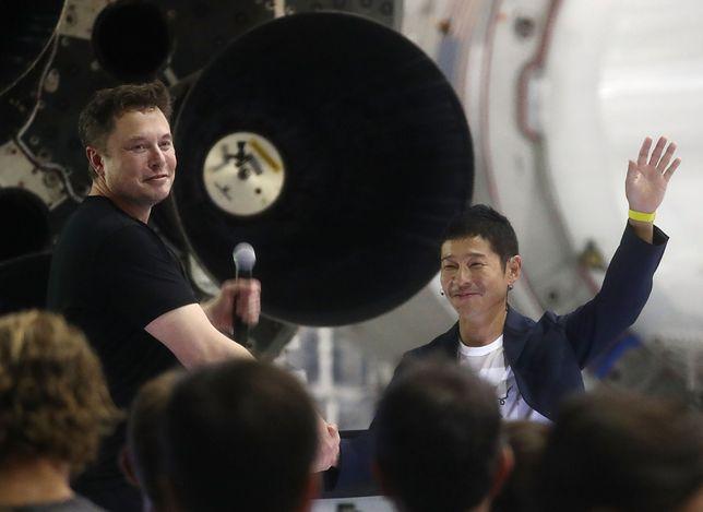 Elon Musk, szef SpaceX i Yusaku Maezawa, japoński przedsiębiorca.