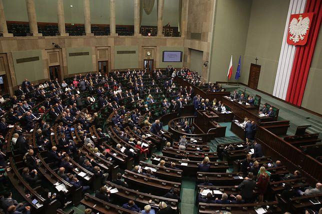 Pierwsze po wakacjach posiedzenie Sejmu zdominowała debata o skutkach nawałnic i akcji ratowniczej