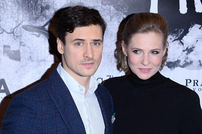 Mateusz Damięcki z żoną