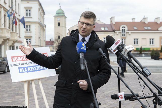 Marcin Warchoł bez maseczki w przestrzeni publicznej