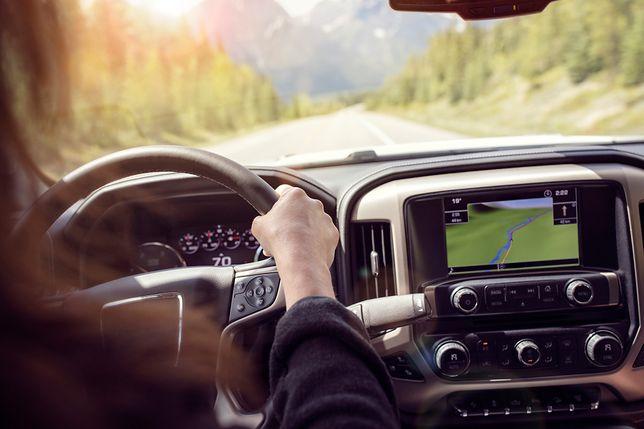 Prawa ręka kierowcy. Nawigacja do 400 zł