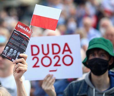Ponad 700 tysięcy złotych dla Poczty Polskiej. Roznosiła ulotki atakujące PO
