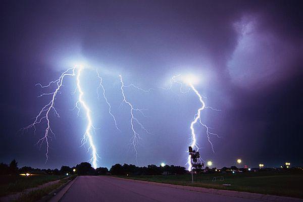 Potężne burze nad Francją. 14 tys. uderzeń piorunów