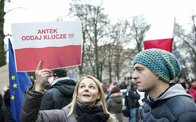"""Manifestacja KOD w Warszawie """"w obronie demokracji i TK"""""""