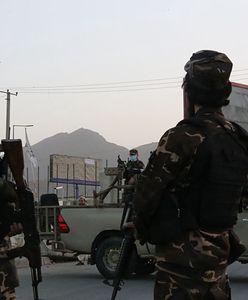 Przerażające praktyki Talibów. Kupują małe dzieci na seks niewolników